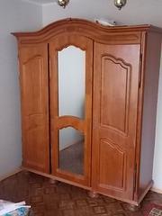 Шкаф и кровать из массива ольхи,  б/у